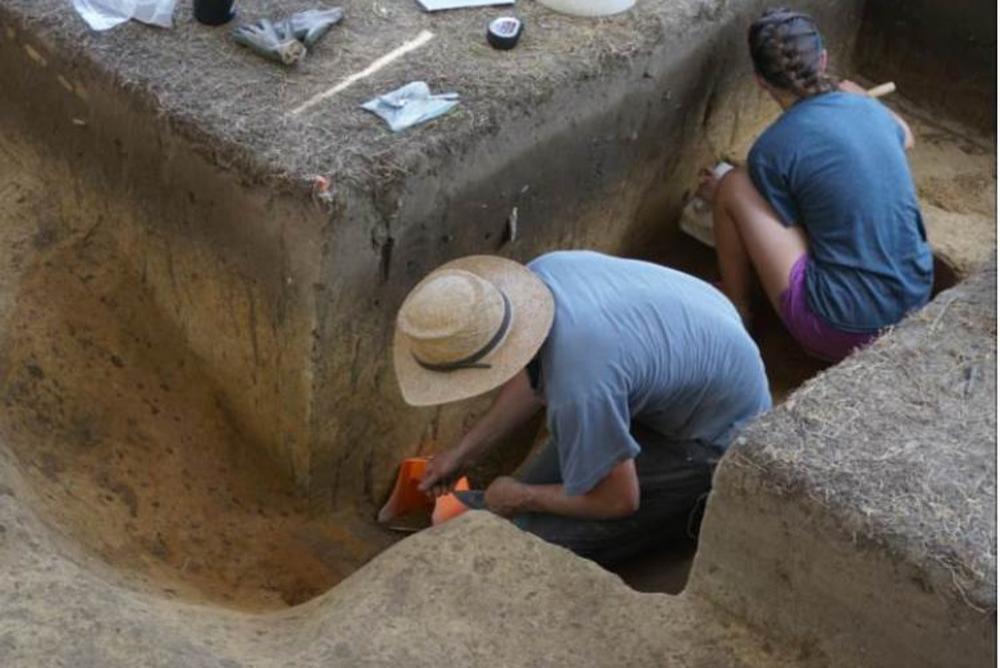 students, excavating, ground