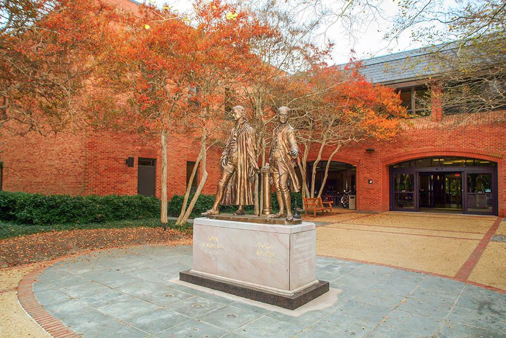 Statues of George Wythe and John Marshall outside entrance to W&M Law School