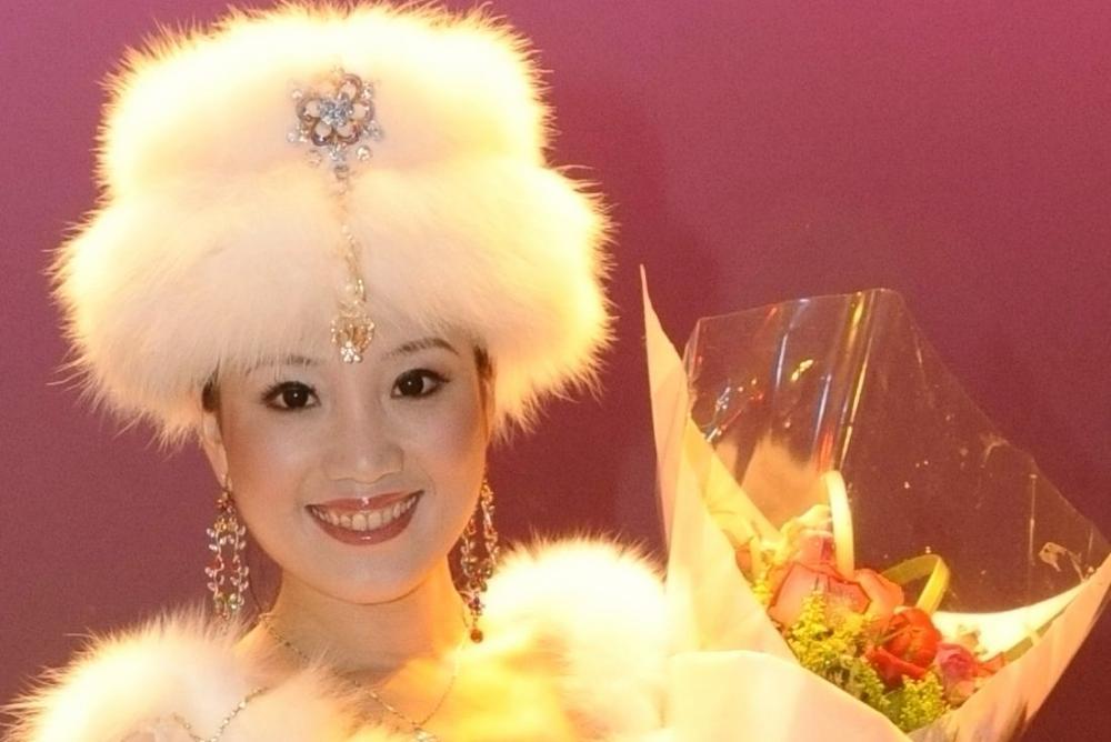 Award-winning singer Yali Guo