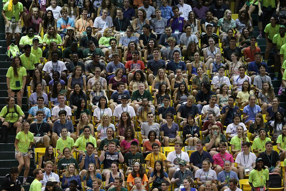 students, indoors, inside, people, crowd, orientation, move-in, move in, spirit, cheer, cheering, orientation aides, kaplan, kaplan arena