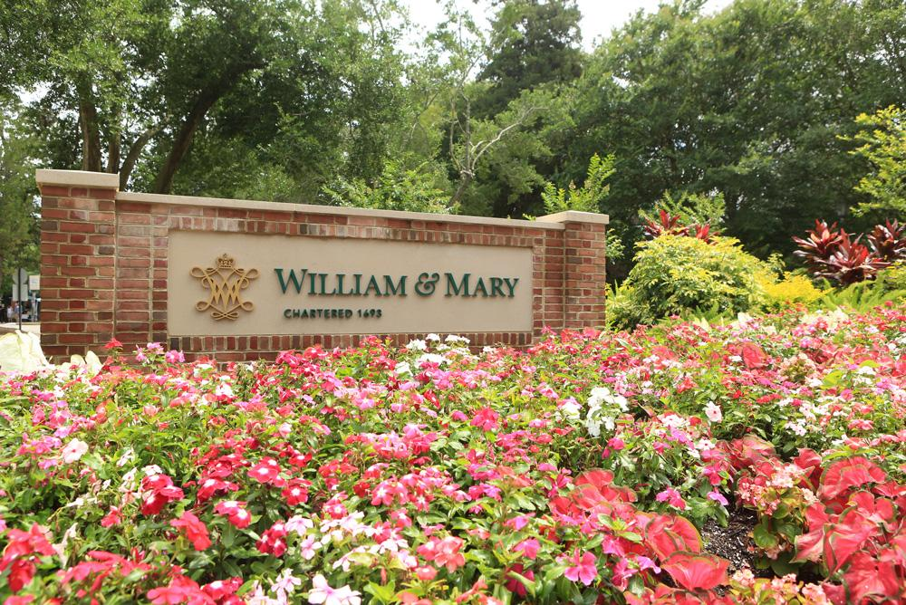 A large W&M sign sitting behind flowers